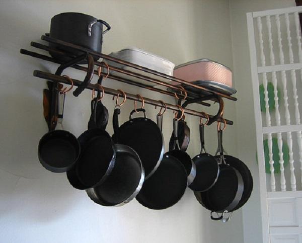 как хранить сковородки