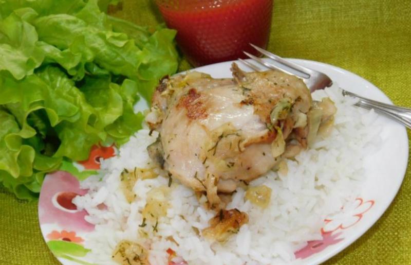 Ароматная курица, запеченная в ряженке: мягкое и пикантное мясо для всей семьи