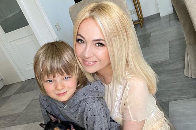 Яна Рудковская, Сергей Лазарев, Валерия и другие отмечают День защиты детей и публикуют фото из семейного архива