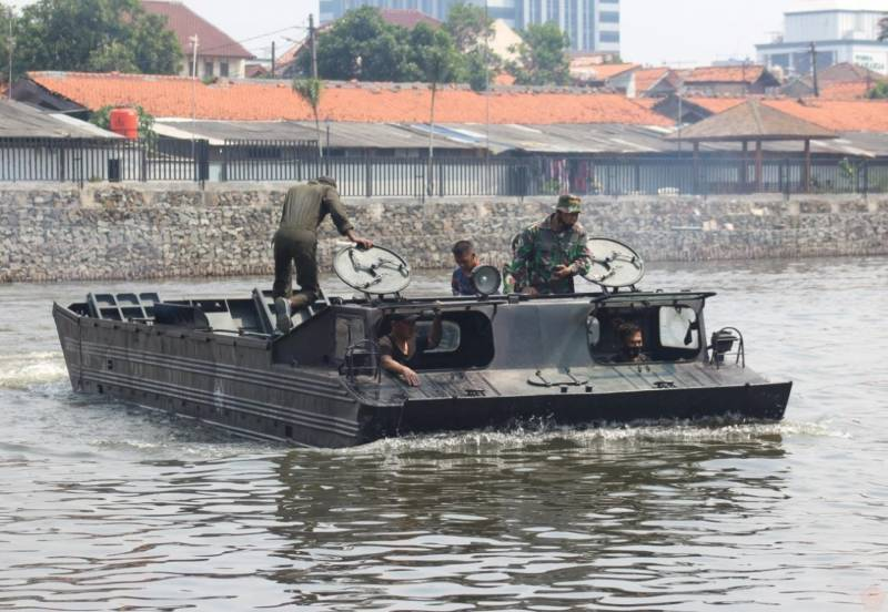 «Солдаты обязаны отказаться от сомнений в амфибии»: в Индонезии советский ПТС-10 назвали «гордостью морпехов»