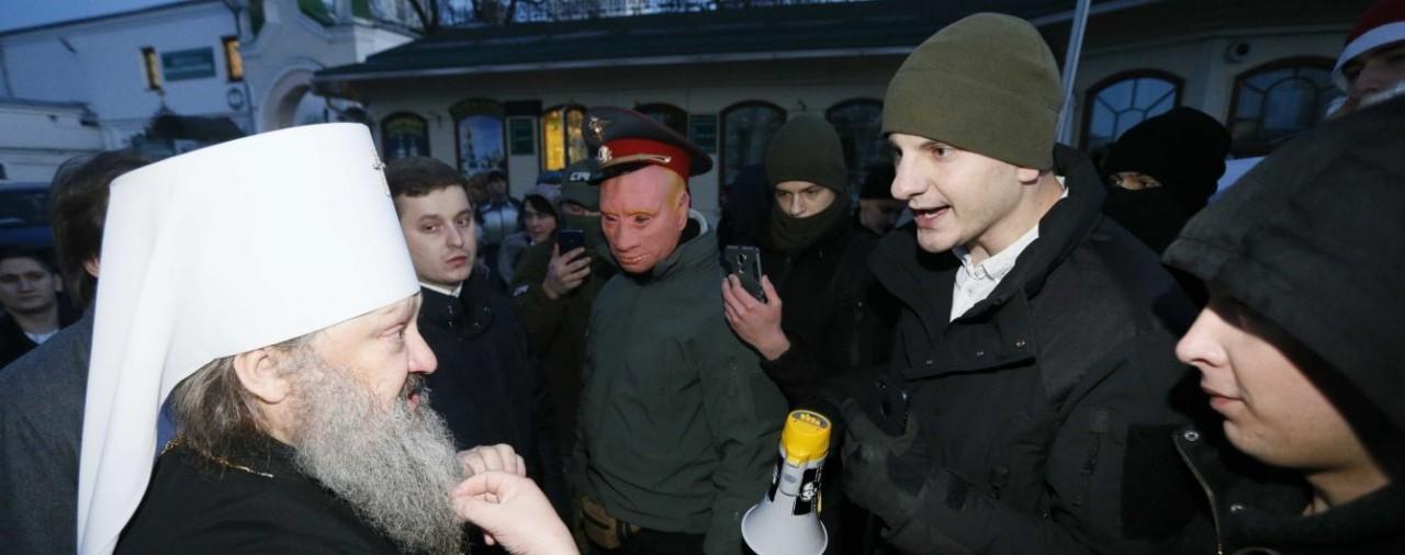 Киево-Печерская Лавра обратилась к Порошенко за защитой от Правого сектора и С14