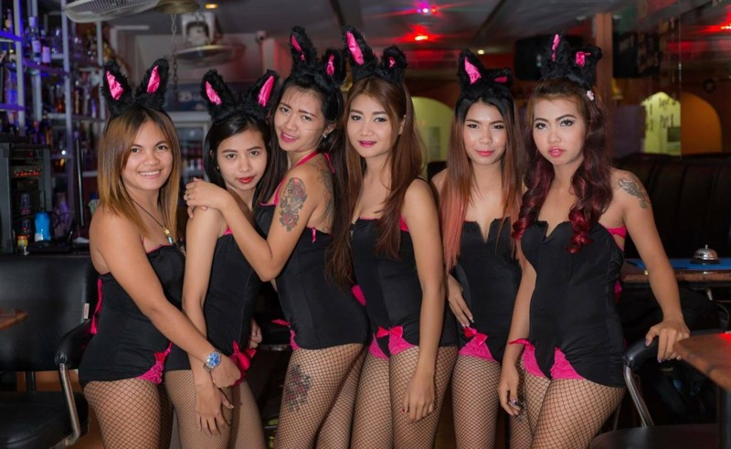 Средняя цена девушек варьируется от 500 до 2000 бат за час. Девушек много и на разный вкус. волкин стрит, паттайя, секс-туризм, тайланд