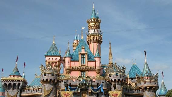 Диснейленд в Калифорнии откроется 30 апреля, сообщил генеральный директор Культура