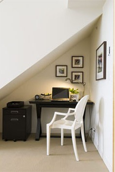 mini-home-office-nook-near-stair2