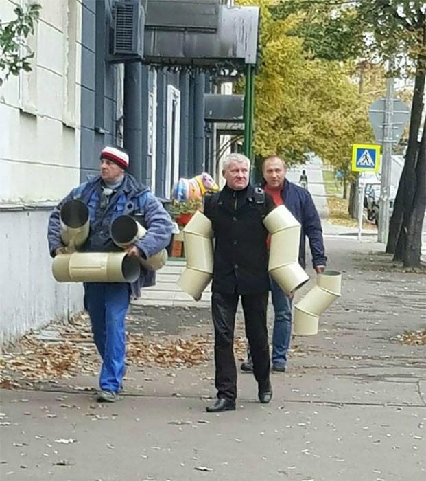 Люди, которые превращаются в трубы. | Фото: Тролльно.