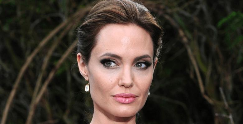 Анджелина Джоли обвиняет Брэ…