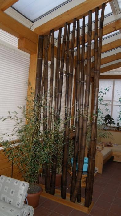 Зонирование пространства с помощью бамбуковой перегородки - лучшее решение для создания экологического дизайна.