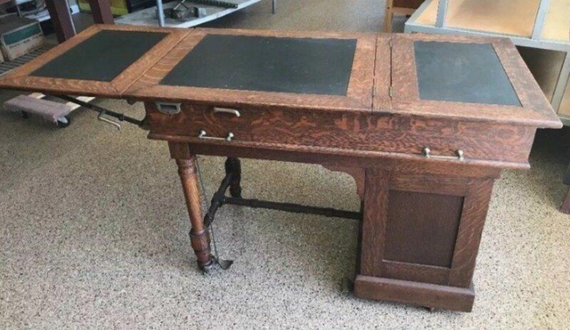 Это специальный старинный стол для гинекологических и медицинских осмотров. В планках дырки сделаны для упора ног. Вот несколько аналогичных конструкций в мире, вещи, вещь, знатоки, люди, познавательно, помощь, фото, что это такое