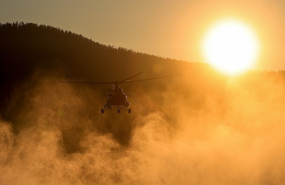 Байкальская миля: смельчаки на вертолетах, грузовиках и мотоциклах соревновались при температуре -40