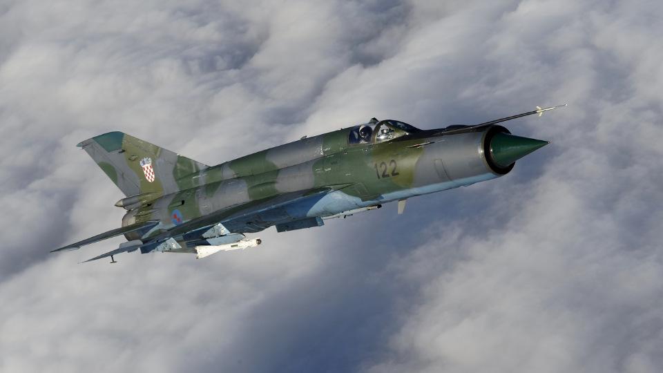 В МО Румынии объяснили, почему на перехват Ту-22М3 отправили старые МиГ-21