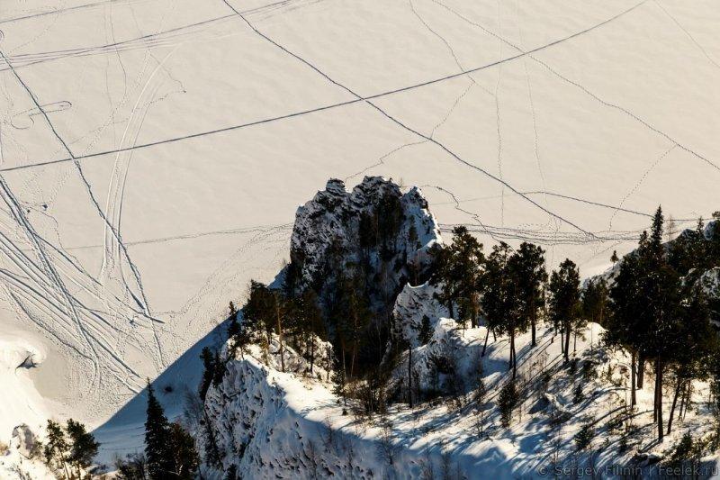 Если присмотреться к этому фото, можно увидеть оставленный кем-то сюрприз. Красноярский край, высота, гора, красноярск, пейзаж, пещера, природа, фото
