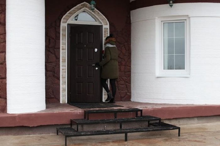 Семья из Ярославля заселяется в дом, который отпечатали на 3D-принтере всего за месяц.