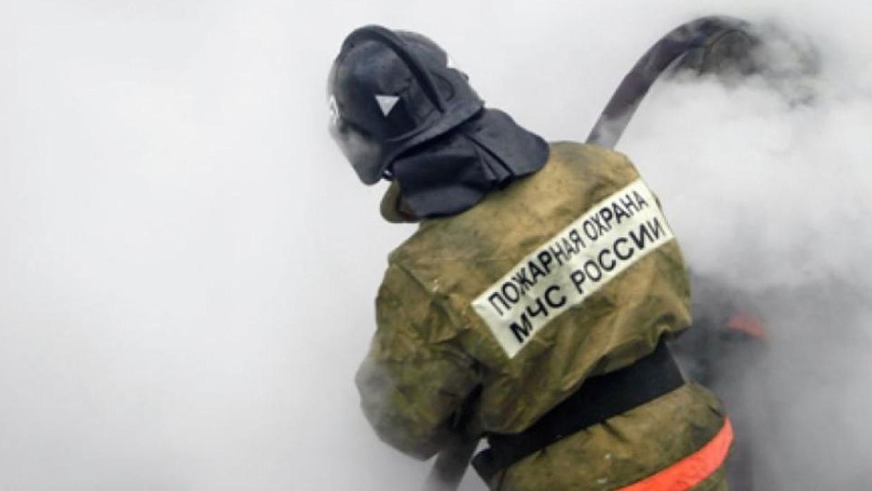 Крупный пожар вспыхнул в автосервисе в Энгельсе Происшествия