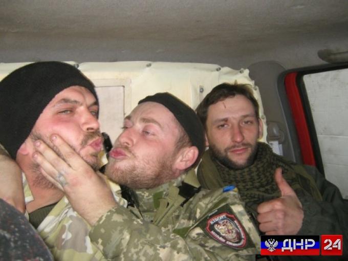 Украинские боевики подорвались на мине после ограбления магазина в Донбассе