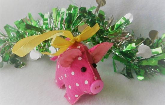 Елочная игрушка «Поросенок» — символ года своими руками. Простой и понятный мастер-класс с фото