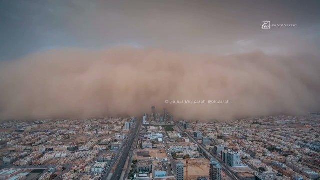Песчаная буря над Риядом. 26.04.2018