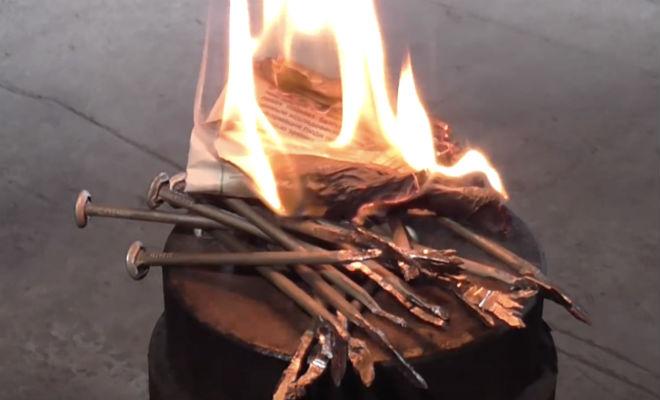 Зажигаем огонь с помощью гвоздя