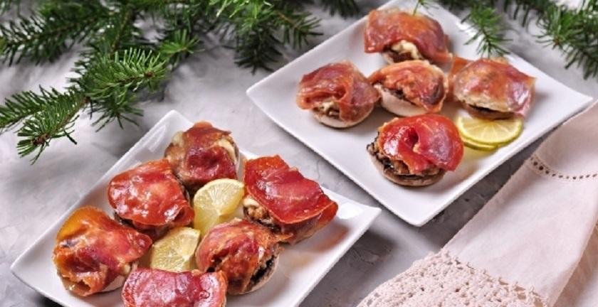 Шампиньоны, фаршированные ветчиной и сыром: простой рецепт шикарной закуски