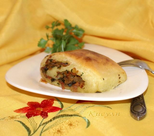 Фото к рецепту: Мекленбургский картофельный рулет со шкварками