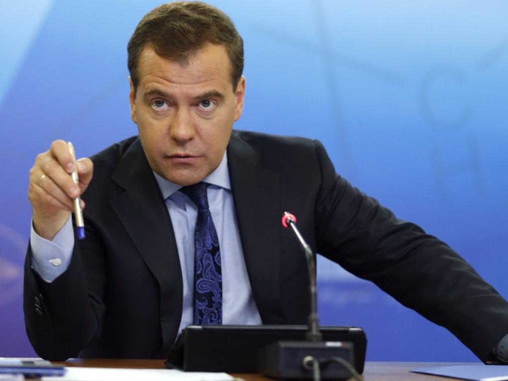 К новости о том, что Дмитрий Медведев обязал россиян косить траву