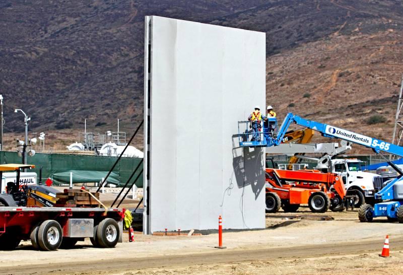 Почему Трампу так нужна стена на границе с Мексикой