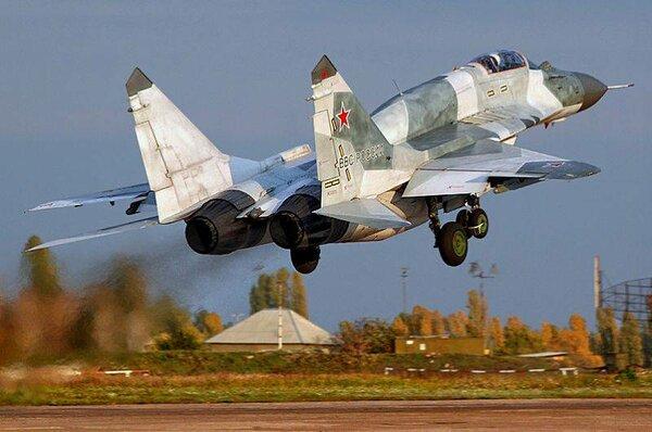 """Российский летчик-испытатель согласился с мнением экспертов США о """"монстре МиГ-29"""""""