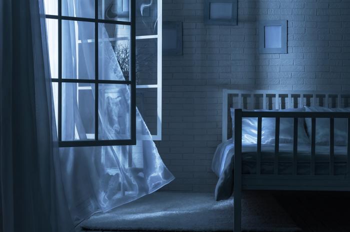 Перед сном комнату стоит проветрить. /Фото: medoboz.com.