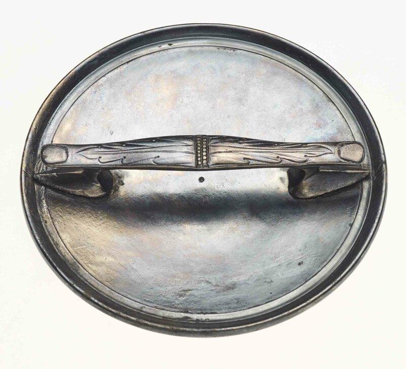Серебряное зеркало с ручкой сзади в виде двух пальцев увитых листьями археология, загадки, история, расследование