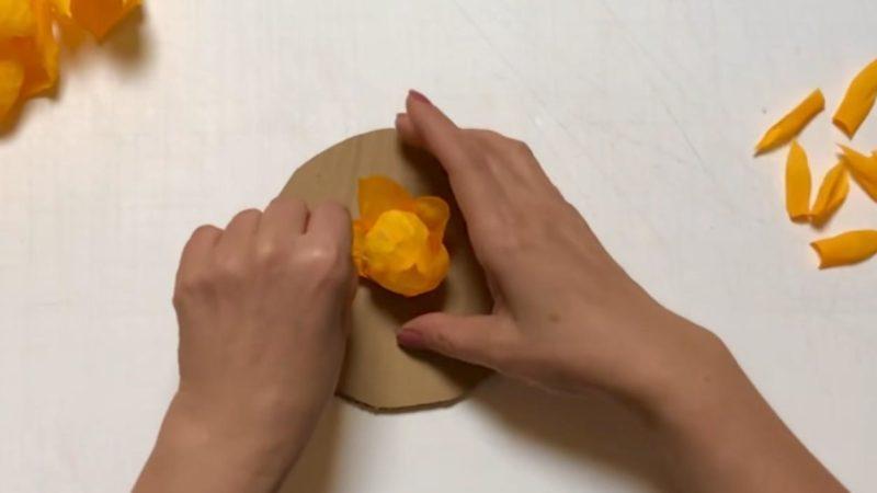 Декорируем стену  при помощи гофрированной бумаги интерьер,переделки,рукоделие,своими руками,сделай сам