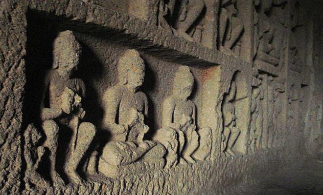 В погоне за тигром британец наткнулся на необычную пещеру. Тоннели привели в затерянный город Англия,Индия,мистика,офицер,охота,пещера,Пространство,тигр,храмы