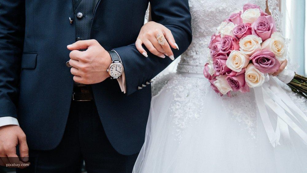 В Татарстане на выборы президента РФ пришла свадебная процессия