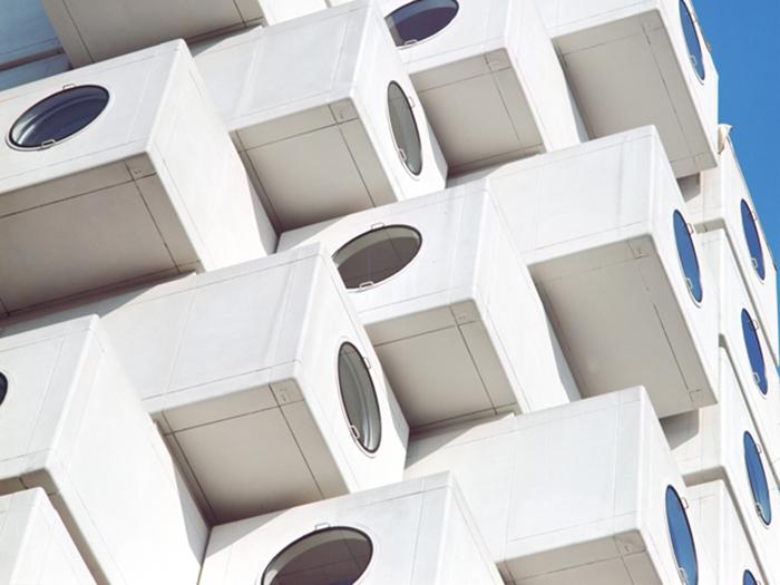 Так выглядит каждая квартира-капсула в Nakagin Capsule Tower (Токио, Япония).