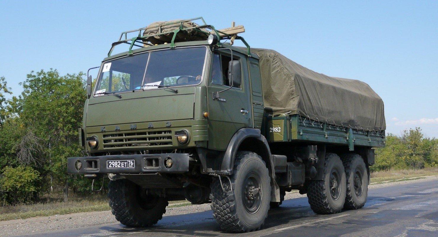 КАМАЗ-4310 с кунгом испытали на бездорожье Автомобили