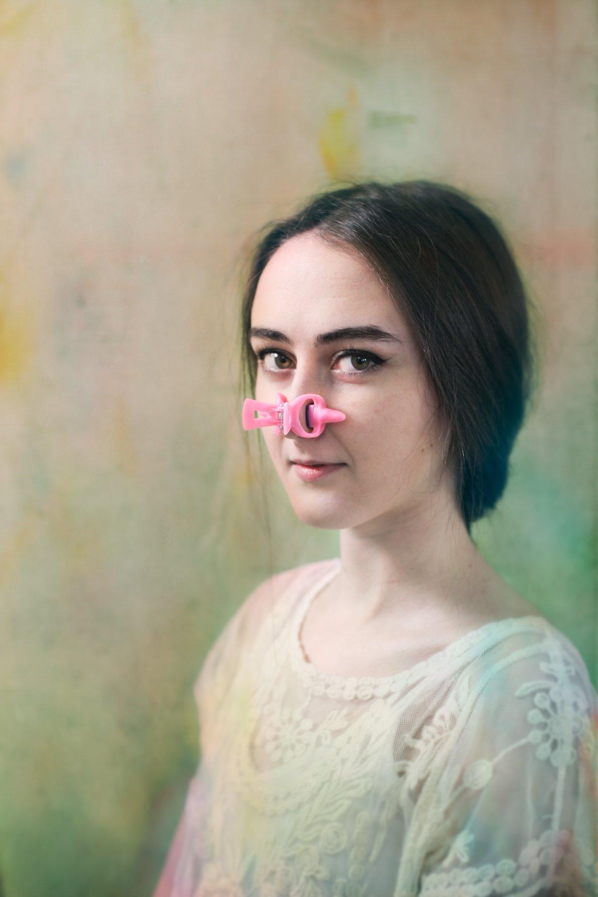 Прищепка на нос и утиные губы: на что готовы женщины ради красоты и молодости