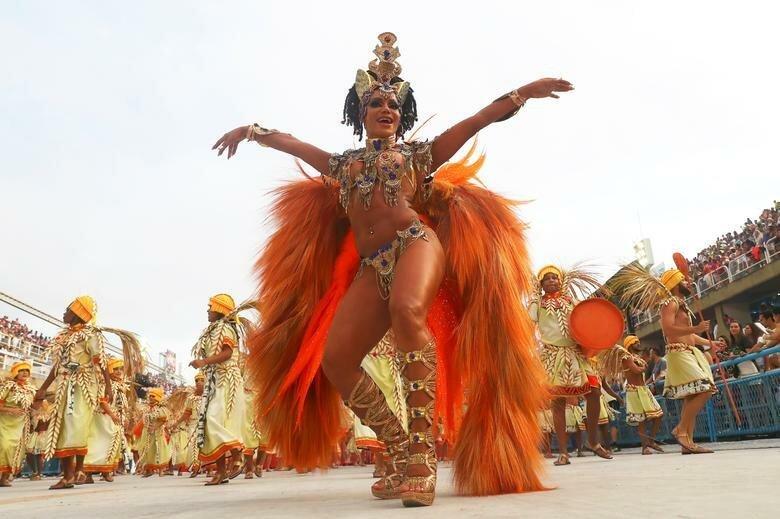 Танцовщица Unidos da Tijuca бразилия, в мире, карнавал, события, фото, фотоотчет, фоторепортаж