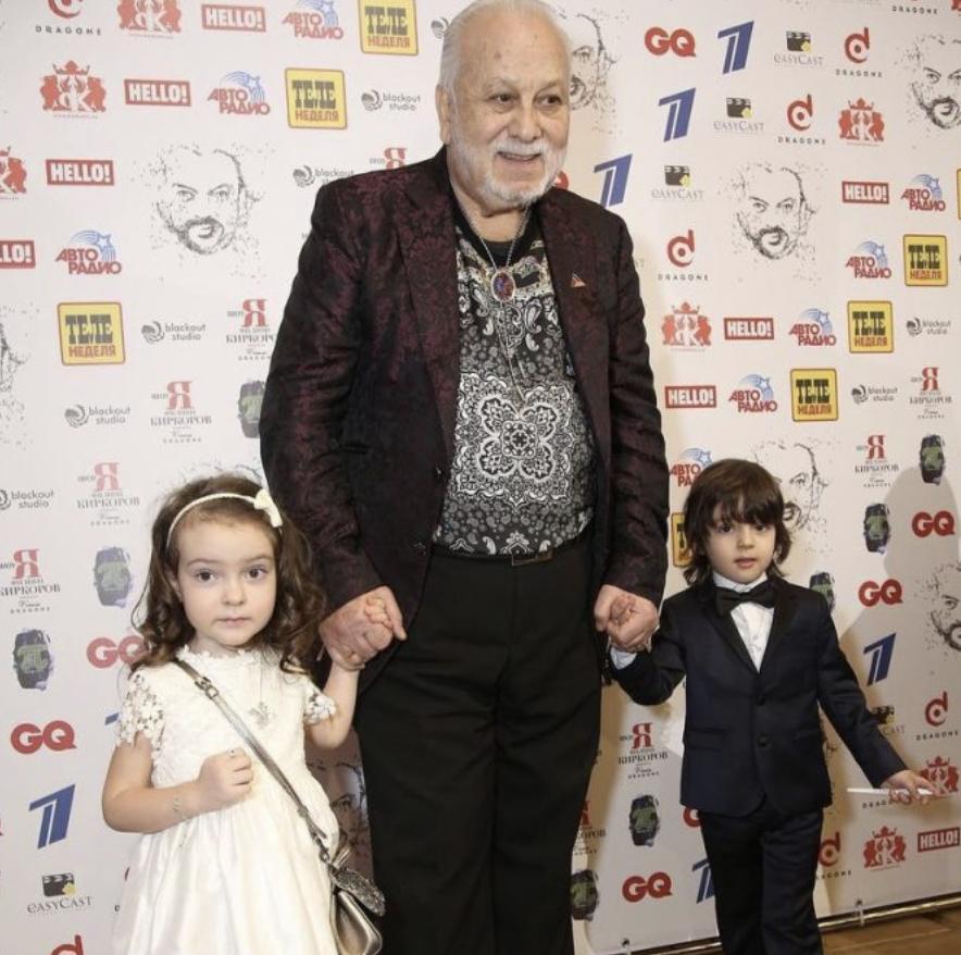 Красота да и только: родители Филиппа Киркорова в молодости celebrities,актер,звезда,наши звезды,певец,Филипп Киркоров,фото,шоубиz,шоубиз