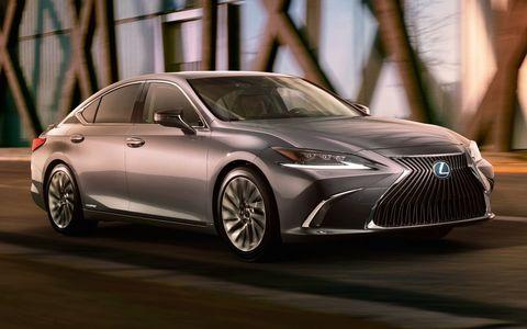 Новый Lexus ES: первые фото и видео