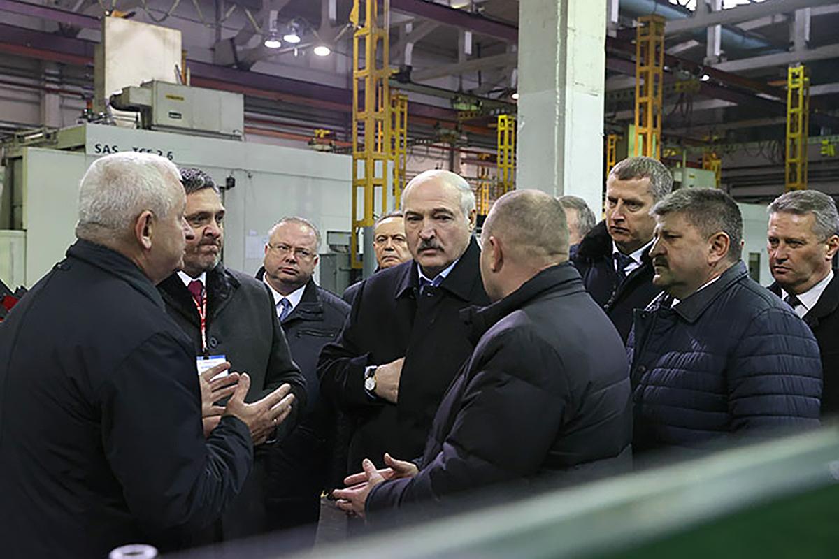 Лукашенко заявил о работе США против Минска в Польше и Украине