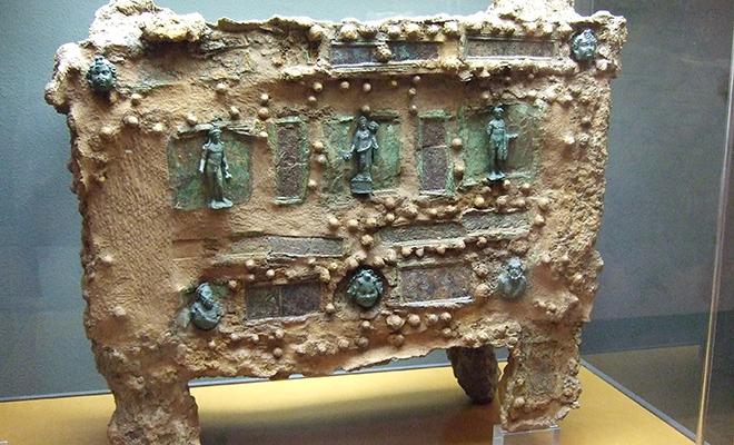На римской вилле в Италии археологи нашли древний сейф и попробовали его открыть Культура