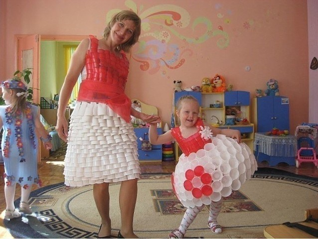 В детском саду показ моды. П…