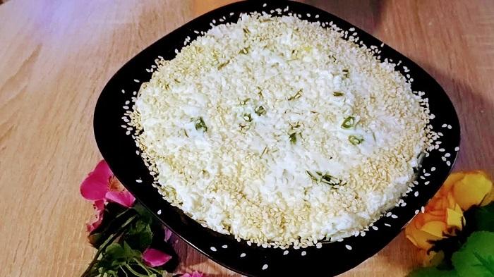 Селедка под плавленым сыром: одна из любимых закусок по-новому рецепту
