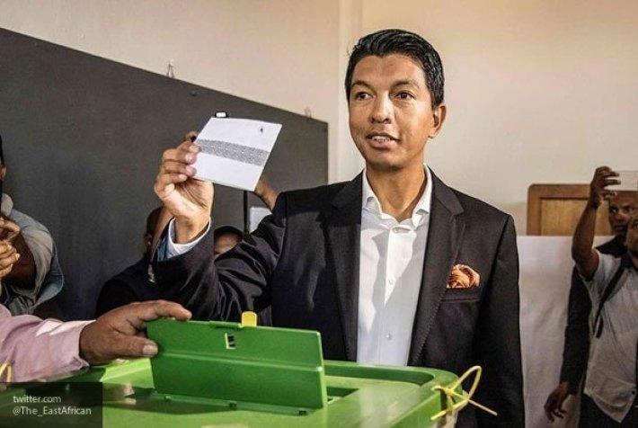 Андри Раджоэлина принес присягу и назначил 23 губернаторов на Мадагаскаре