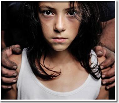 Отец 626 раз изнасиловал сво…