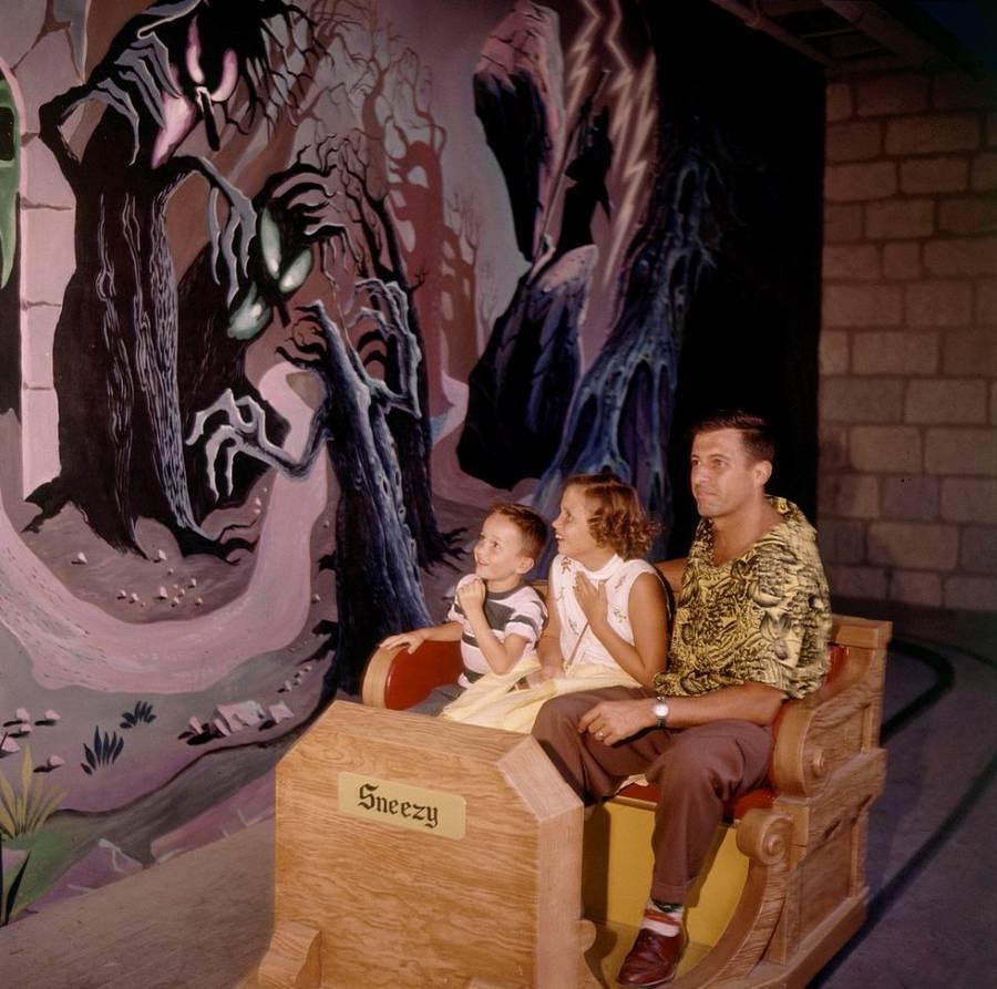 Фотографии с открытия первого «Диснейленда» в 1955 году