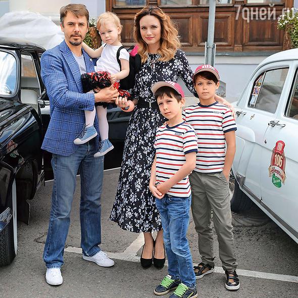игорь петренко биография фото семья камней
