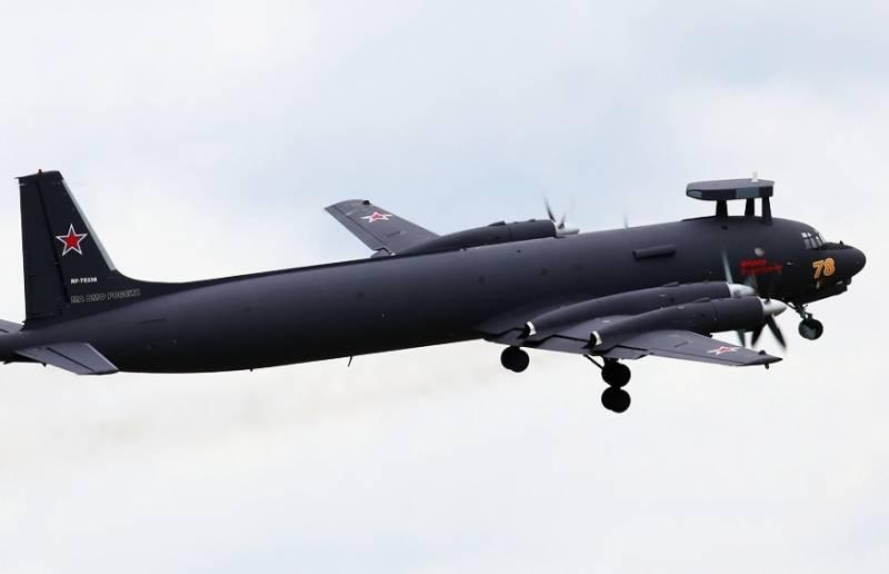 Ил-38 поразили бомбами подлодку условного противника в Японском море