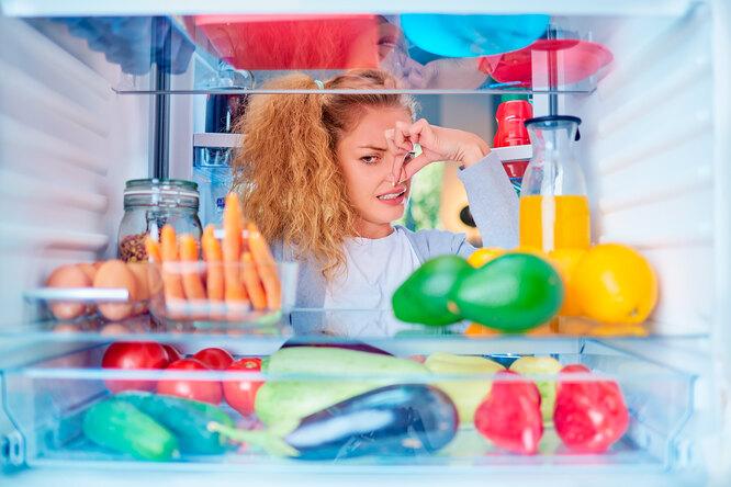 Секреты свежести: как убрать неприятный запах из холодильника