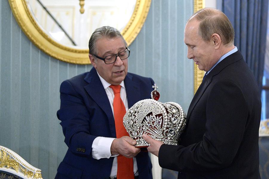 Россияне против монархии. Еще бы против изменения Конституции