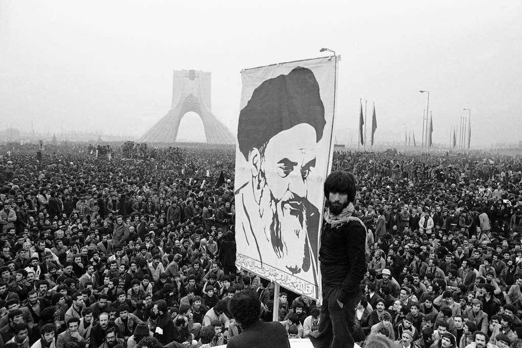 Постер с портретом Рухоллы Хомейни, 1978 год AP Photo/Michel Lipchitz