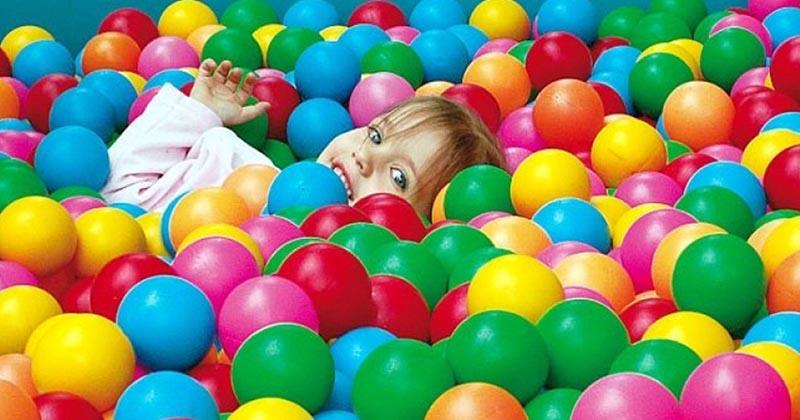 Согласно исследованиям, игровой бассейн с шариками представляет опасность для здоровья детей